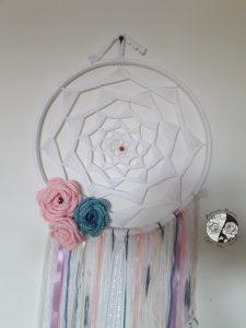 Caçador de Sonhos com Flores em Croché