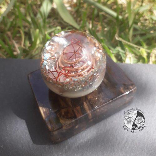 Orgonite redonda com base em resina e madeira